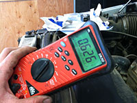 Reading resistance with multimeter